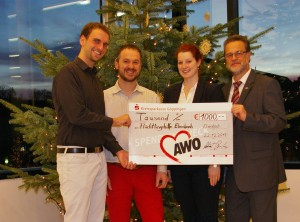Die AWO Ebersbach unterstützt die Arbeit der Flüchlingshilfe Ebersabch mit einer Spende von 1000€